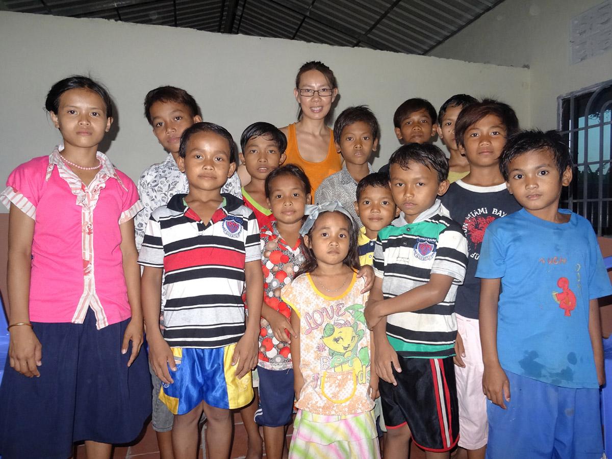 Cours d'anglais dispensée à la Maison des Sourires de Battambang par une amie ESK franco-khmère
