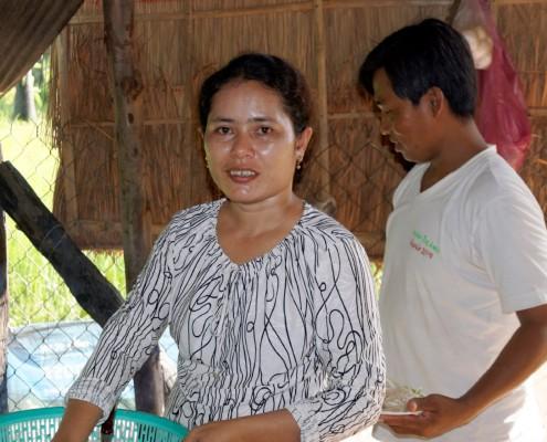 le couple en charge de suivre les enfants à la Maison des Sourires de Battambang.